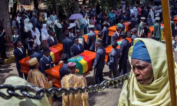 Роднини на загинали с Boeing 737 получиха торби с пръст