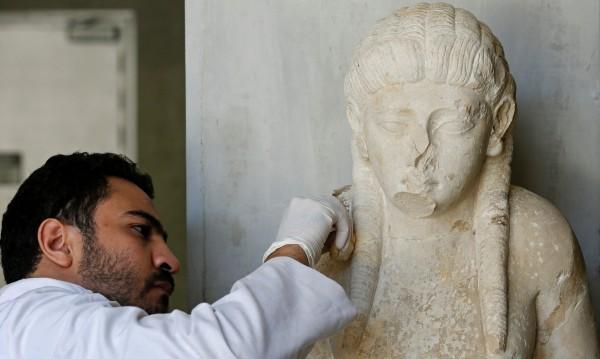 Защо древните статуи са със счупени носове?