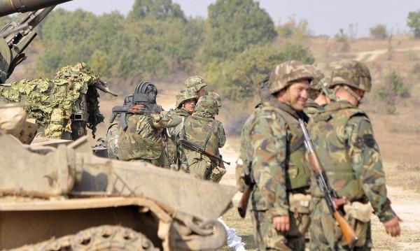 Средно по двама кандидати за място в Сухопътните войски