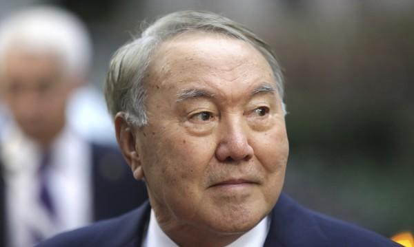 """Назарбаев с оставка, но остава """"Баща на нацията"""""""