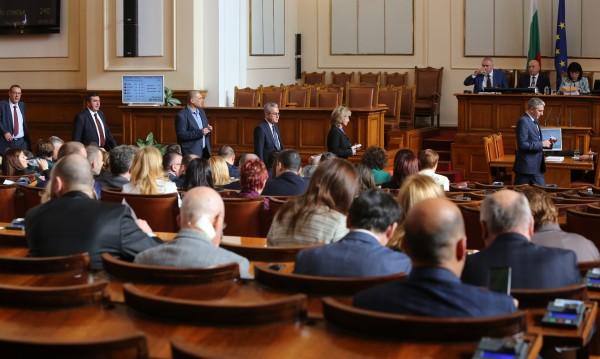 Парламентът избра новия състав на ЦИК след остри реплики