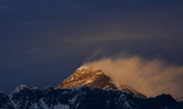 Зловещо под Еверест: Глобалното затопляне разкрива... трупове