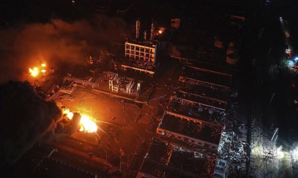 Нарасна броят на жертвите след взрива в китайски завод