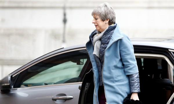 """""""Сънди таймс"""": Министри с план за отстраняване на Мей"""