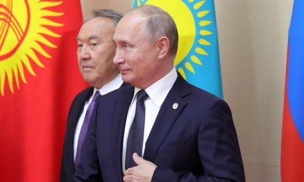 Хипотези от Москва: Ще тръгне ли Путин по стъпките на Назарбаев?