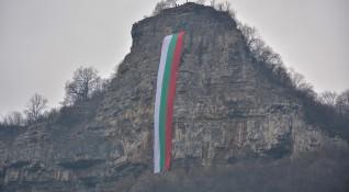 Българите категорични: На първо място – националните интереси!