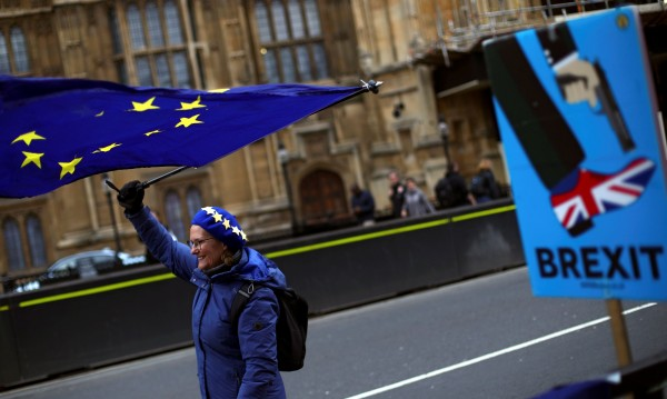Здраве, застраховки, паспорти, внос – какво ще ви струва Brexit без сделка?