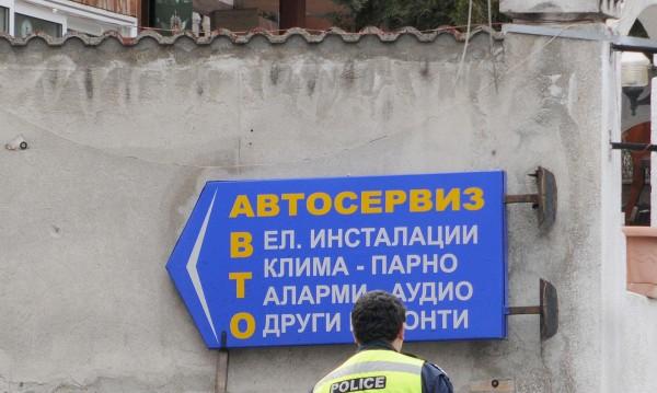 Мъже крадат коли в Добрич, продадоха ги на варненец