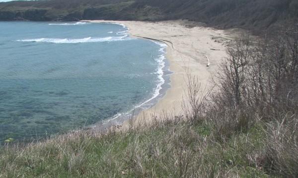 Ще има ли шезлонги на един от последните ни диви плажове?