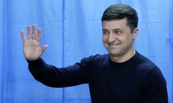 """Украйна: Един """"клоун"""", взет на сериозно, срещу """"Краля на шоколада"""""""