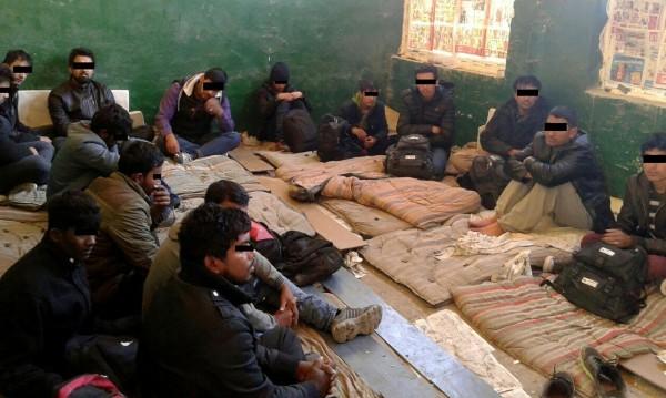 Полицията спипа 12 нелегални мигранти на път до Костинброд