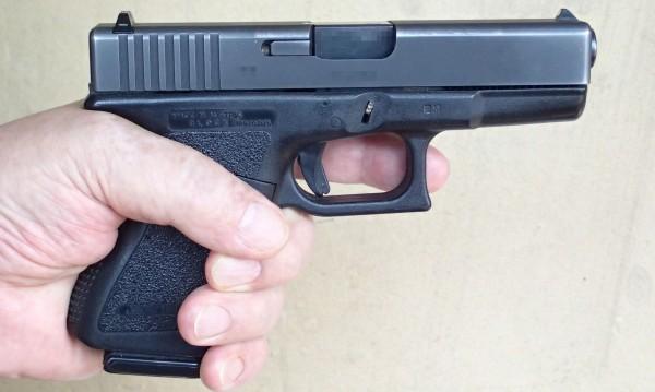 Затвор за британец, купил си оръжие в България, било законно