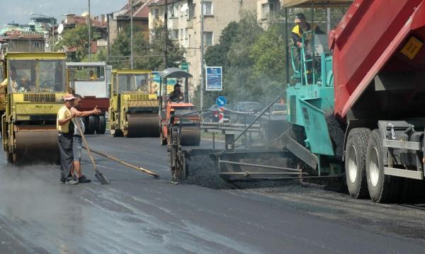 Кърпенето на улиците: В София изсипват асфалт на 950 хил. кв.м