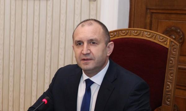 "Радев свиква КСНС заради ""Апартаментгейт"""