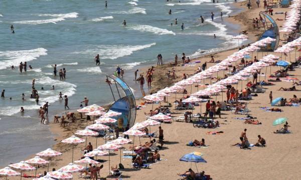 Слънчев бряг - без пари за британците, цените това лято падат с 10%