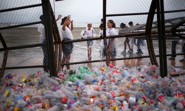 """По следите на """"изгубената пластмаса"""""""