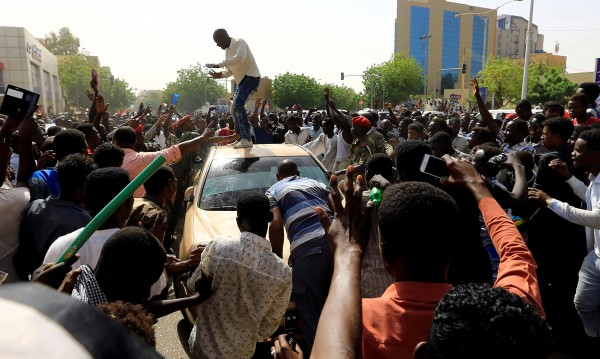 Президентът на Судан беше свален, а режимът му?