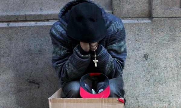 Франция обвинена, че нарушава правата на бездомниците
