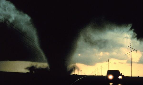 Торнадо удари няколко щата в САЩ, осем загинали