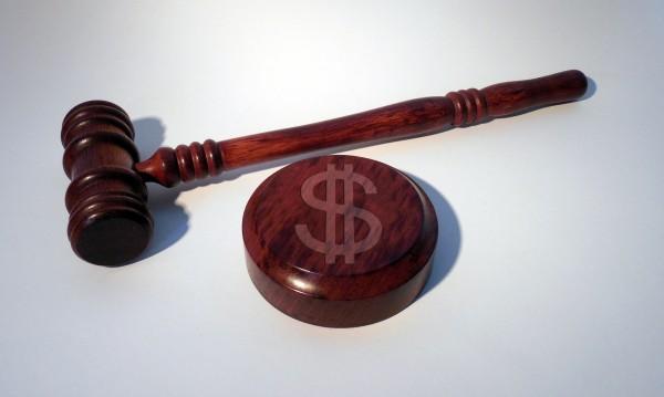 Мъж съди родителите си за 86 000 долара