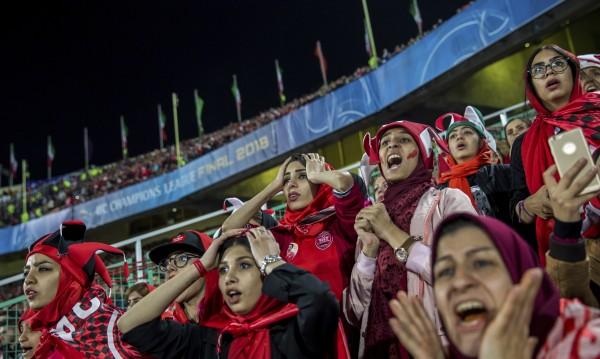 Плачът за свобода: Борбата на иранките да гледат футбол на стадионите