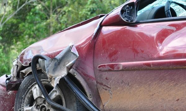 Непълнолетна се качи на кола и катастрофира във Варна