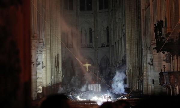 Пожарът в Нотр Дам потушен, равносметката – драматична