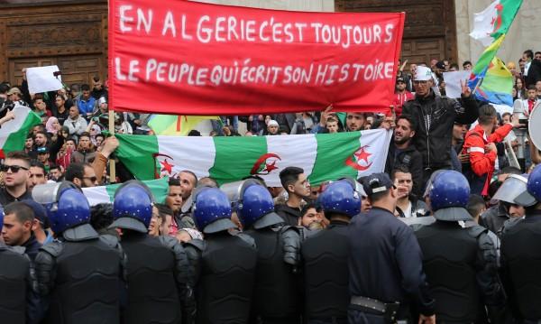 """""""Арабска пролет 2.0"""" започна, ще се ограничи ли до Алжир и Судан?"""