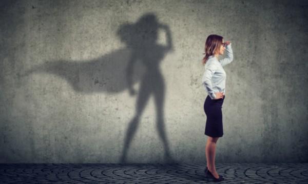 Силната жена изисква уважение и приема себе си