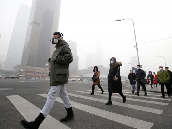 Снимка: Убийци, крадци, изнасилвачи - все повече заради мръсния въздух?