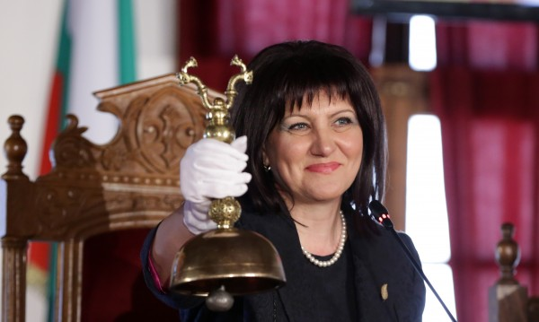 Караянчева: Днес е ден на гордост към родолюбието