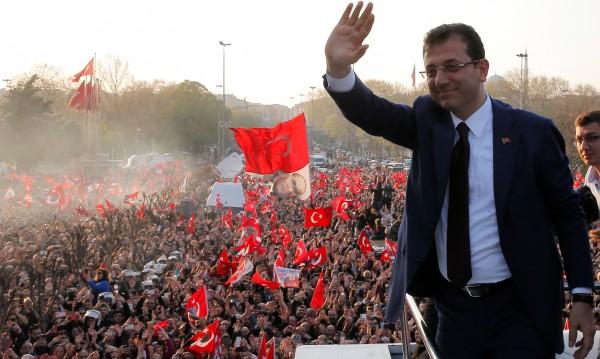 Новият кмет на Истанбул: Ще служа на всички жители на града