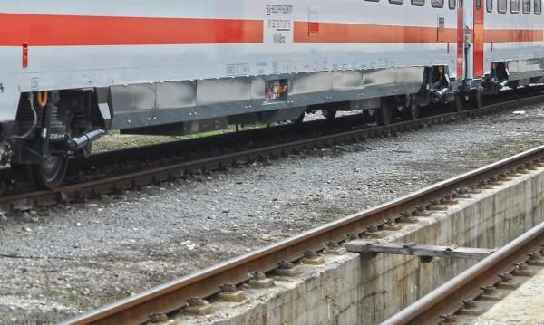 Влак блъсна човек край гара Лакатник