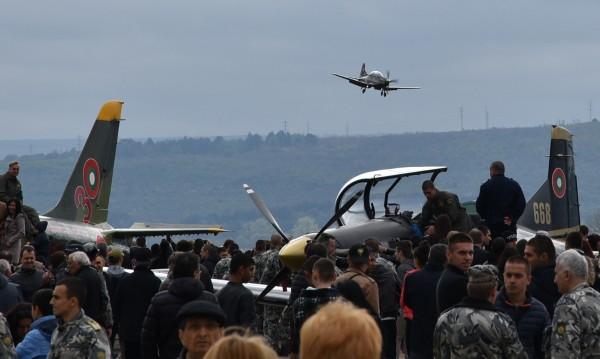 Депутатите решиха: Рестарт за училището за летци в Долна Митрополия
