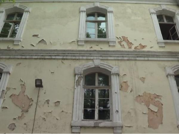 Вековно училище в Пловдив, паметник на културата, се руши. Експертите