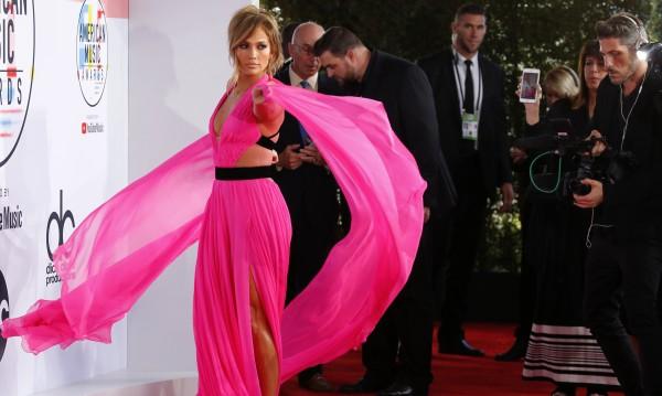 Джей Ло с приз за модна икона, върви по стъпките на Бионсе
