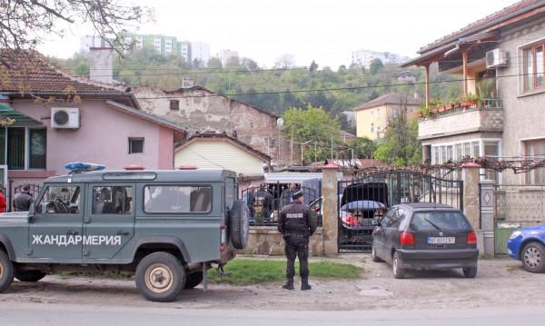 """ДНСК проверява палатите на """"ало"""" измамниците в Горна Оряховица"""
