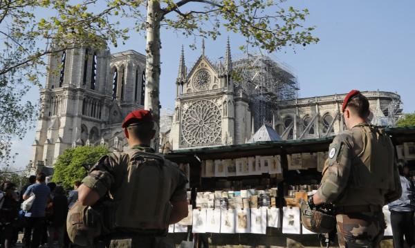 Франция погна измамници, събирали пари – уж за Нотр Дам