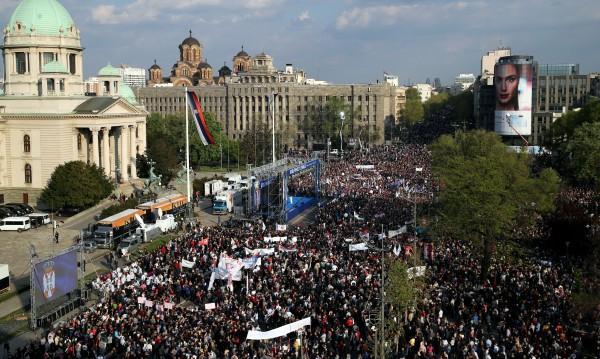 Хиляди на митинг в Белград в подкрепа на Вучич