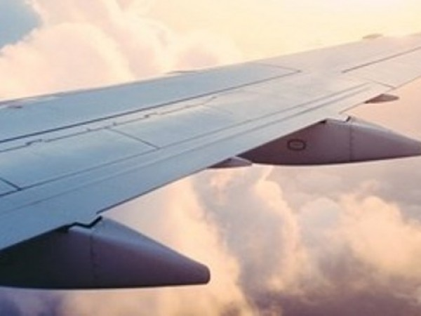 Двама души са загинали, след като малък частен самолет е