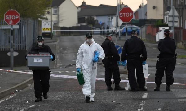 Задържаха двама тийнейджъри за убийството в Лондондери
