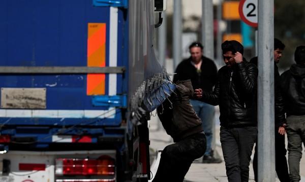 Българин, превозвал 59 мигранти, е заловен в Гърция
