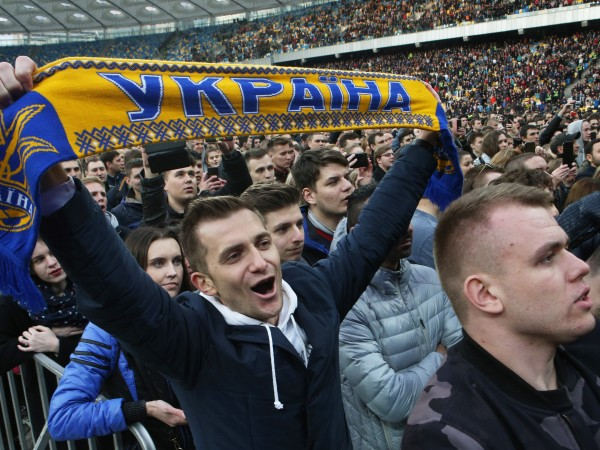 Снимка: Украйна се готви за президент: Зеленски или Порошенко