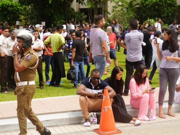 Снимка: След вълната атентати: Полицейски час в Шри Ланка