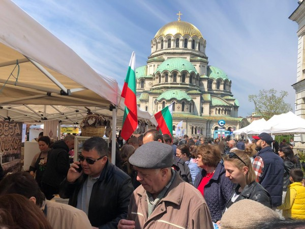 Хиляди столичани и гости от страната и чужбина изпълниха днес