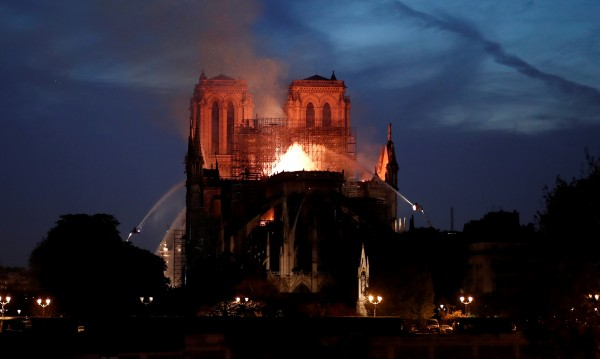 """По-голямата част от """"Нотр Дам"""" е спасена от разрушаване"""