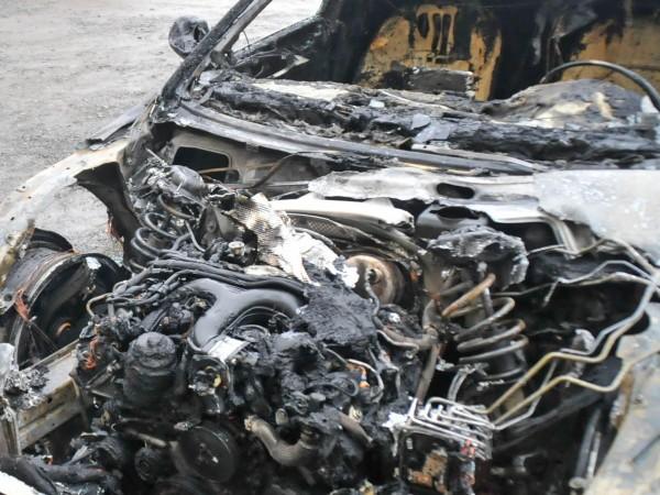 Две коли бяха запалени на неохраняем паркинг във Варна. Разследващите