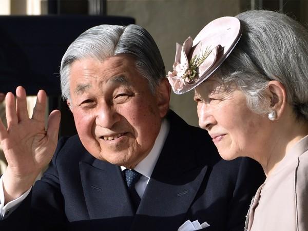 Император Акихито, който на 30 април ще стане първият абдикирал