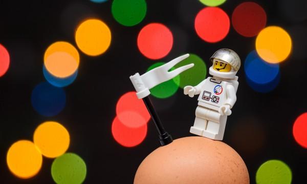 Яйцето ли е в основата на Вселената?