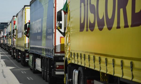 7 километрова опашка от камиони на Дунав мост 2